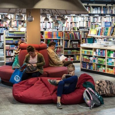 people reading in bookstore