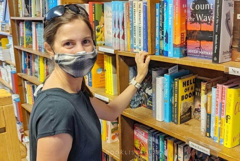Rachael shopping at a bookstore